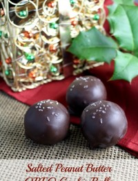 Salted Peanut Butter OREO Cookie Balls. The traditional Christmas treat made fancy with a salted peanut butter twist. Simple and elegant. #OREO #shop