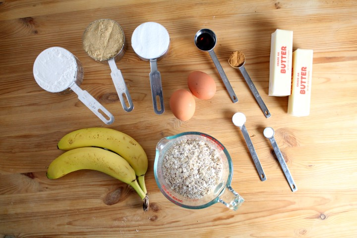 Banana Oatmeal Cupcakes with Cream Cheese Frosting. Banana Bread in cupcake form. #QuakerUp #MyOatsCreation #spon