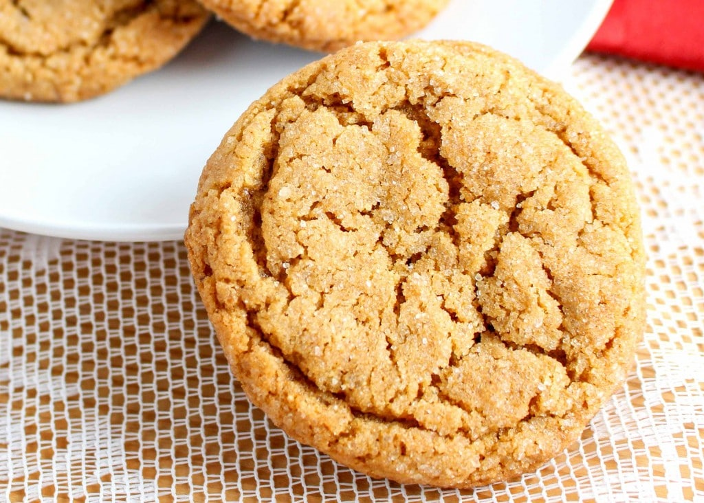 Molasses Crinkle Cookies are a Christmas favorite.