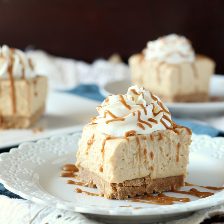 These Biscoff No Bake Cheesecake Bars are an easy, 4 ingredient, no bake cheesecake with all the yummy flavors of Biscoff Spread and Cookies.