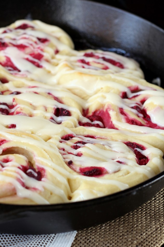 Raspberry Cream Cheese Sweet Rolls (6)