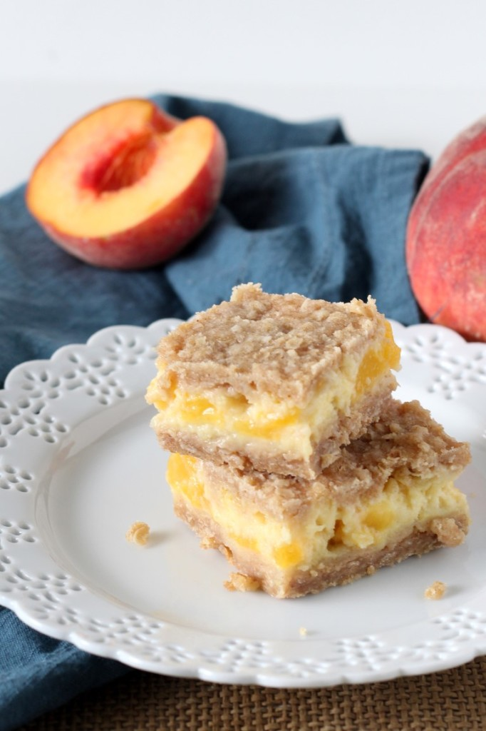 Simple Peaches and Cream Bars with fresh peaches, creamy custard and a brown sugar crumb crust.