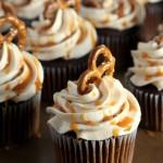 salted-caramel-pretzel-cupcakes-2