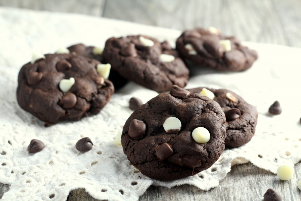 Triple Chocolate Chip Cookies (3)