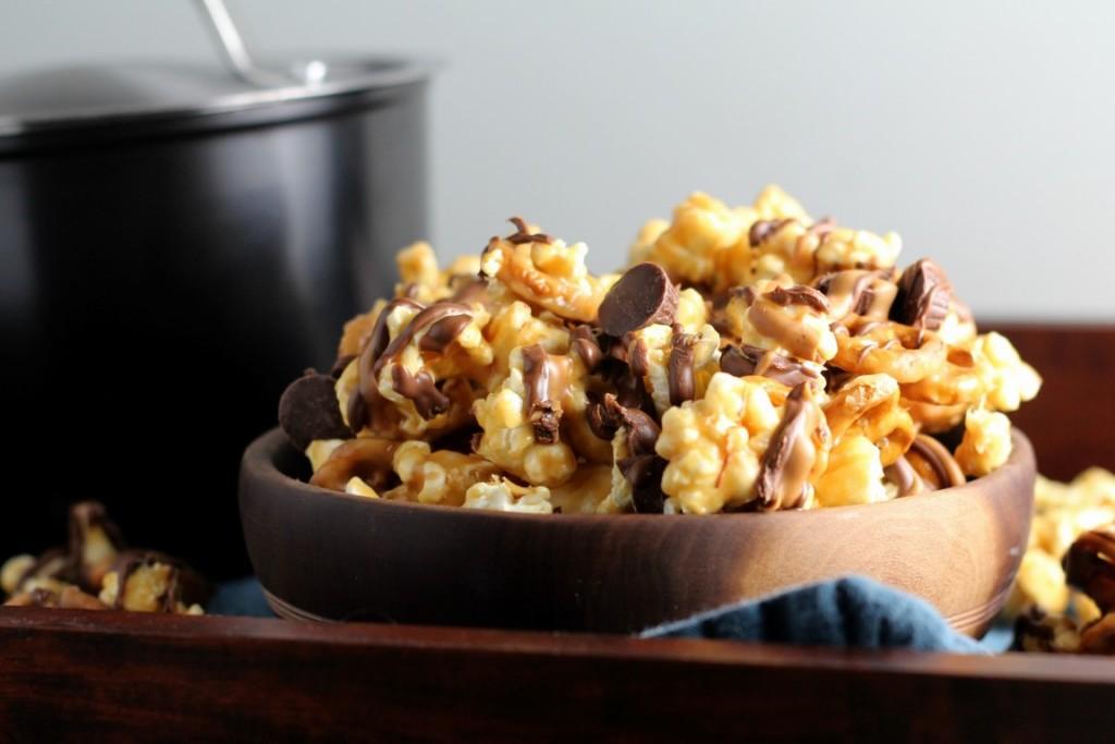 peanut-butter-cup-pretzel-popcorn-4