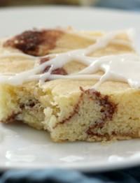 Cinnamon Roll Blondies | Cinnamon Swirled Blondies | easy bar recipe | Cinnamon Blondie Brownies