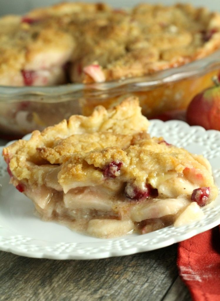 Fresh Apples and Cranberries make this classic crumb pie perfectly festive and a delicious Thanksgiving Dessert. | Fall Recipes | Cranberry Apple Crumb Pie | Thanksgiving Desserts
