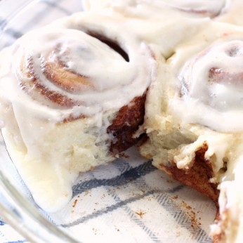 How to make the best cinnamon rolls ever with cream cheese frosting. They are easy to make and taste just like Cinnabon. Perfect Christmas Morning Cinnamon Rolls. #cinnamonrolls #cinnamon