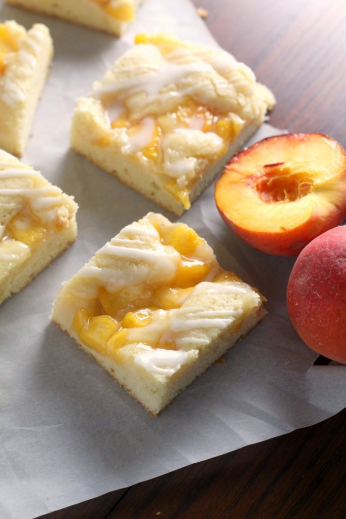Fresh Peach Pie Bars. a perfect easy summer dessert for cookouts, potlucks and parties.