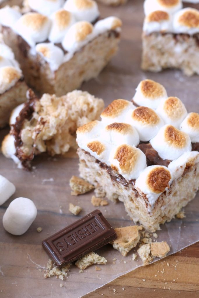 S'mores Rice Krispie Treats are a fun, no bake summer dessert for kids. A fun way to enjoy indoor smores.