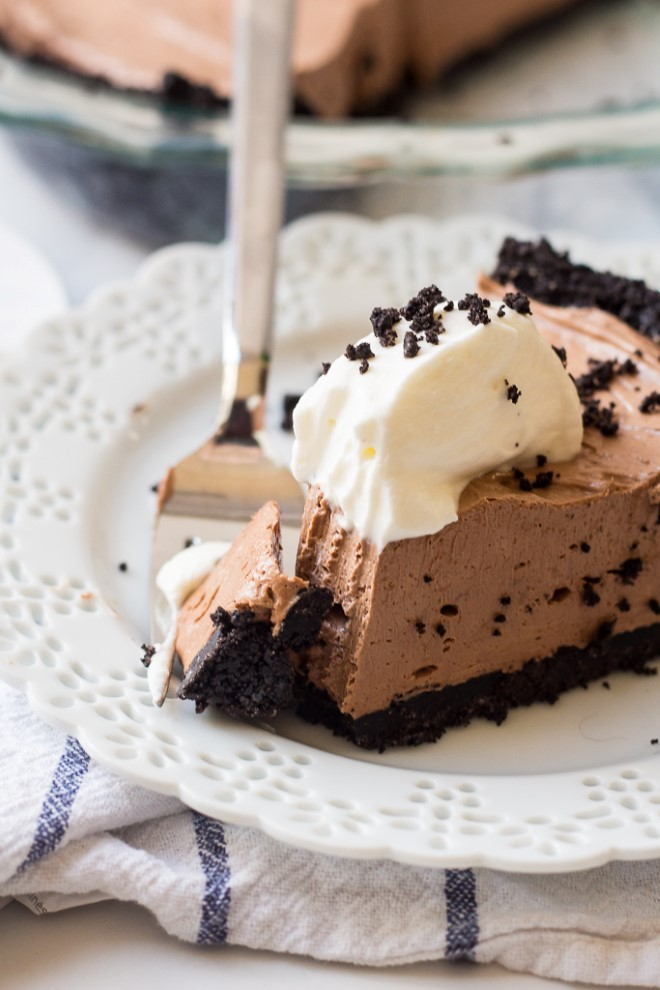 No bake Nutella Cheesecake with an oreo crust topped with whipped cream