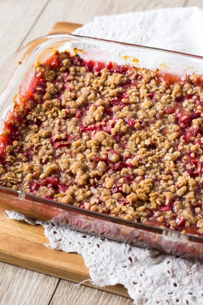 rhubarb crunch in a pan